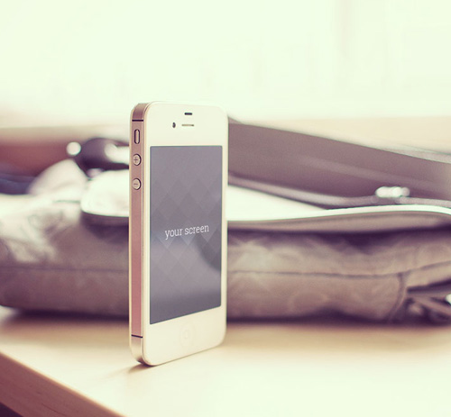 Free-Iphone5-photorealistic-mockups-2