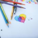 16個の様々なロゴのアイデアスケッチ集