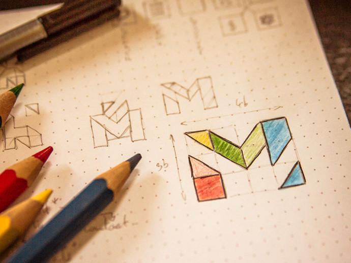 Mをモチーフにしたロゴラフスケッチ