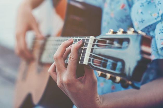 浜辺のギターイメージ